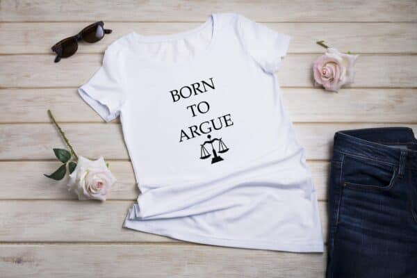 born to argue alb femei
